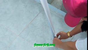 al armar las patas, asegúrate de sujetar los extremos de la cubierta
