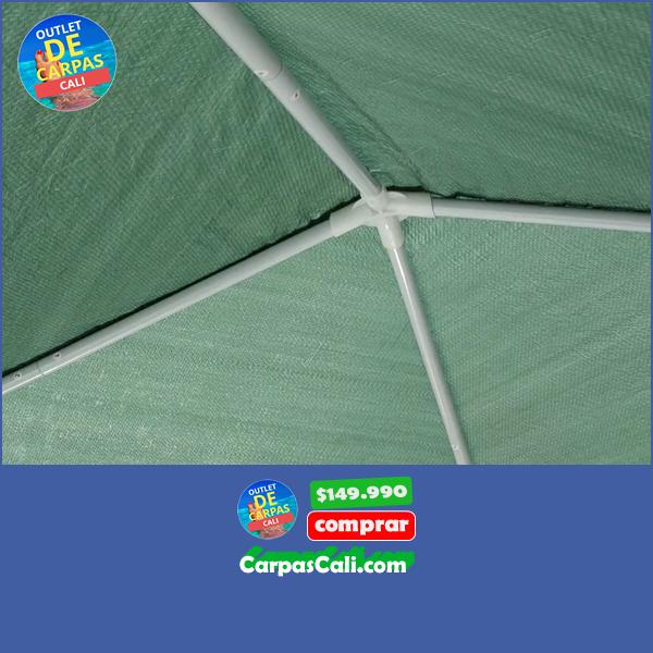 Cubierta de polietileno verde de la carpa de 2x2 metros con tubos de acero y uniones de PVC.